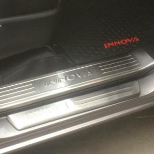 Ốp bậc cửa trong ngoài Toyota Innova