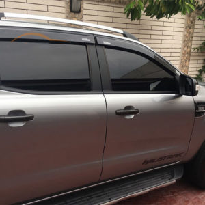 Vè che mưa Ford Ranger đen Thái Lan